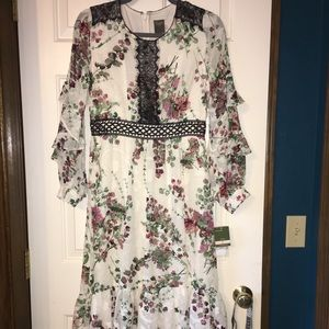 NWT Taylor Floral Long Peasant lace accent Dress